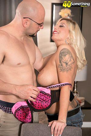 Black blonde porno