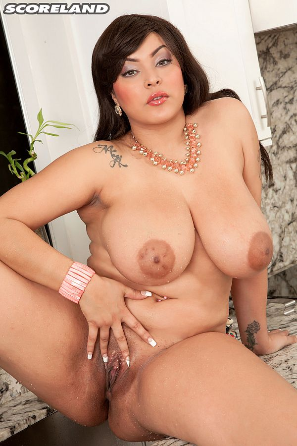 Cat Bangles - Solo Big Tits photos