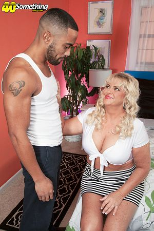 Mia Monroe - XXX MILF photos