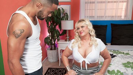 Mia Monroe - XXX MILF video