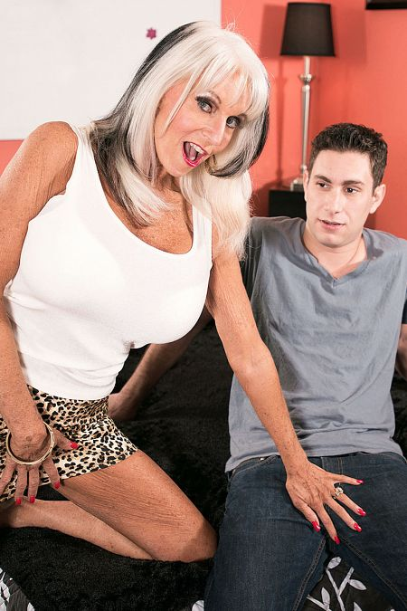 Sally D'Angelo Lay down Sally and fuck her ass