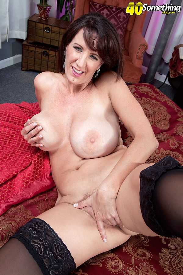 Cassie Cougar - Solo MILF photos
