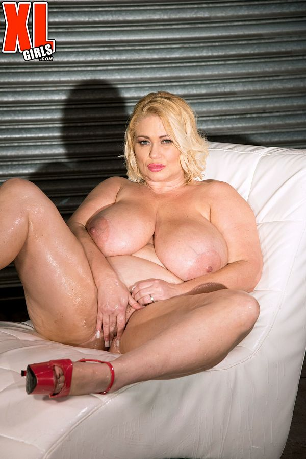 Samantha 38G - Solo BBW photos
