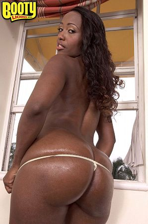 Sapphira - Solo Big Butt photos