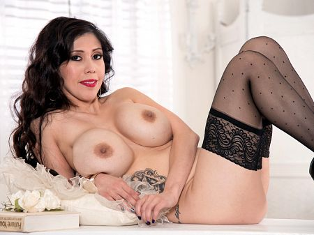 Vee VonSweets - Solo Big Tits video