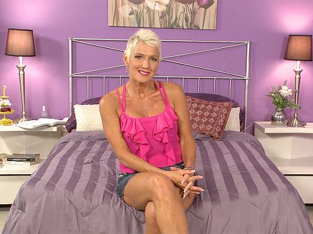 Lexy Cougar - Interview MILF video