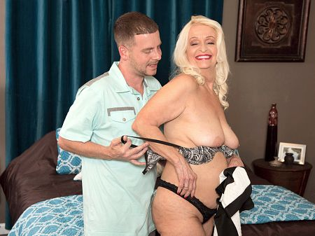 Vikki Vaughn - XXX Granny video