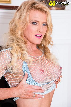 Amanda Verhooks - Solo MILF photos