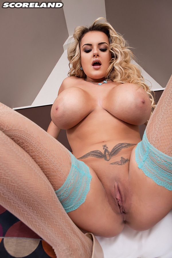 Katie Thornton - Solo Big Tits photos
