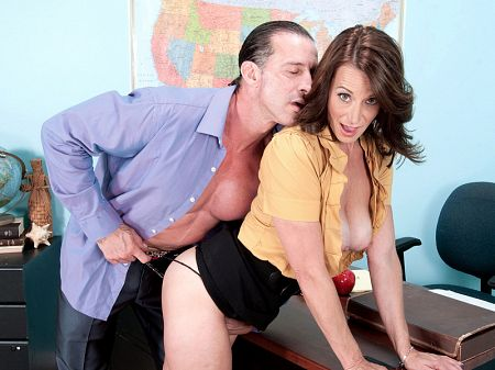 Mimi Moore - XXX MILF video