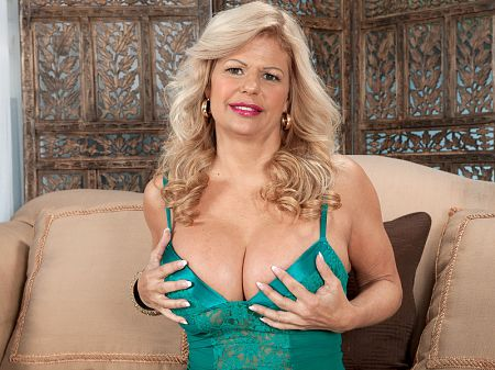 Miss Deb - XXX MILF video