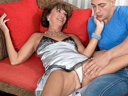 Sydni Lane - XXX MILF video