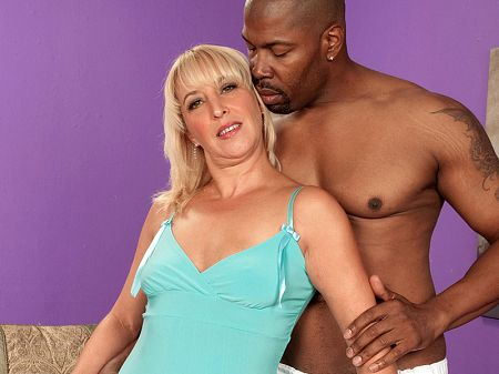 Andi Roxxx - XXX MILF video