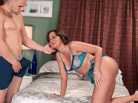Ruby Thompson - XXX MILF video