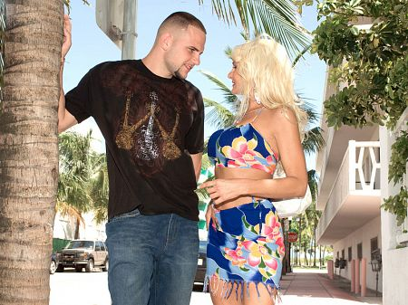 Brianna Wildman - XXX MILF video