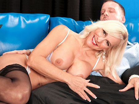 Carrie Romano - XXX MILF video