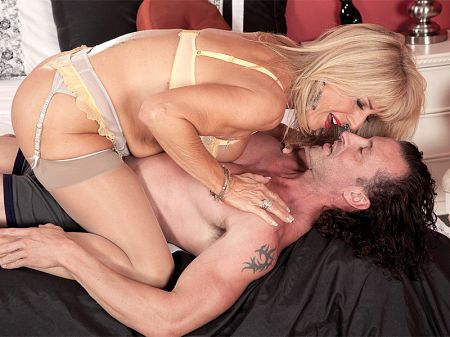 Phoenix Skye - XXX MILF video