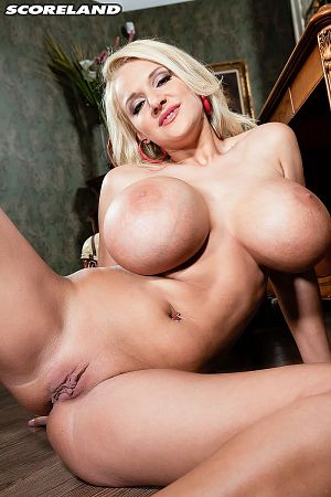 Dolly Fox - Solo Big Tits photos thumb