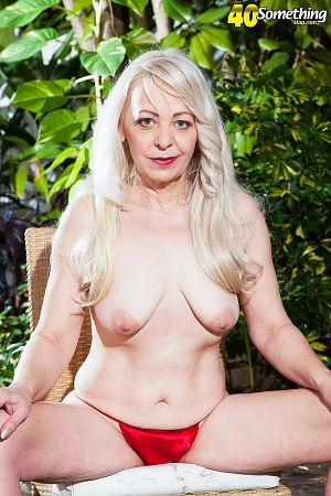 Heidi - Solo MILF photos
