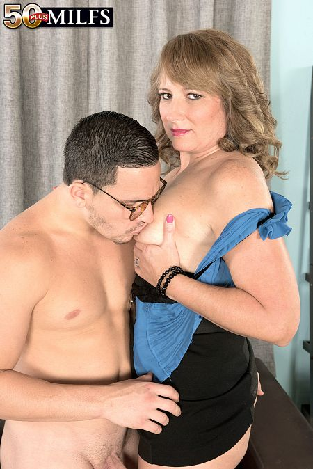 Catrina bonks her superlatively nice friend's son