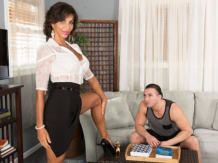 Lyla Lali - XXX MILF video