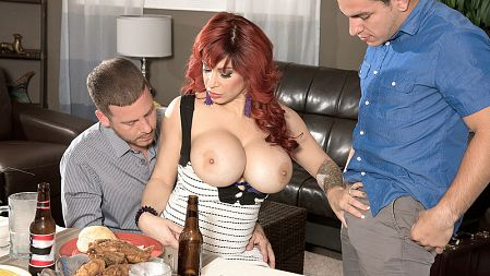 Alyssa Lynn - XXX Big Tits video