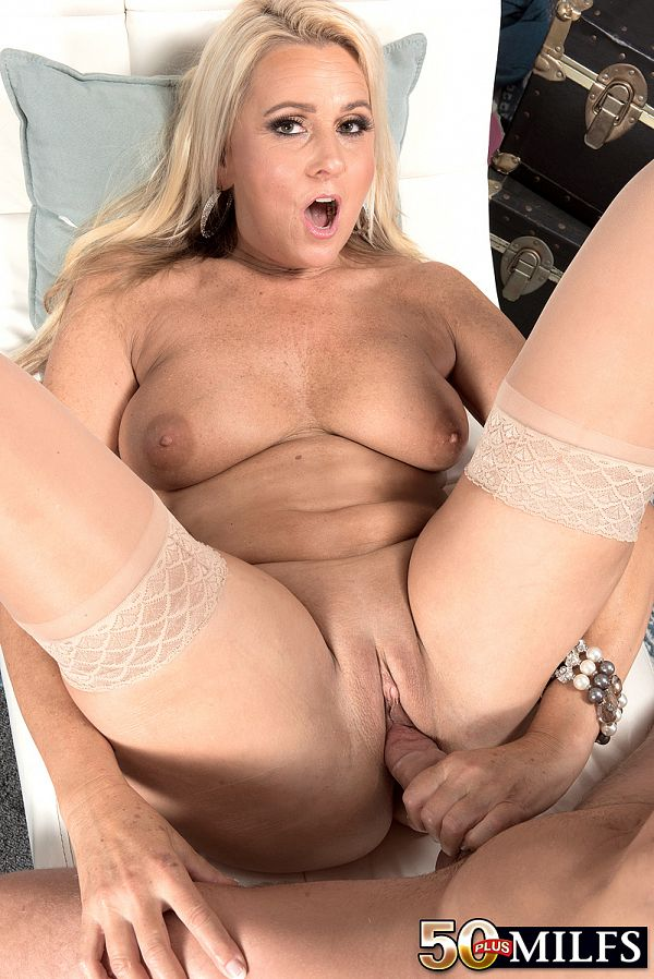 Dallas Matthews - XXX MILF photos