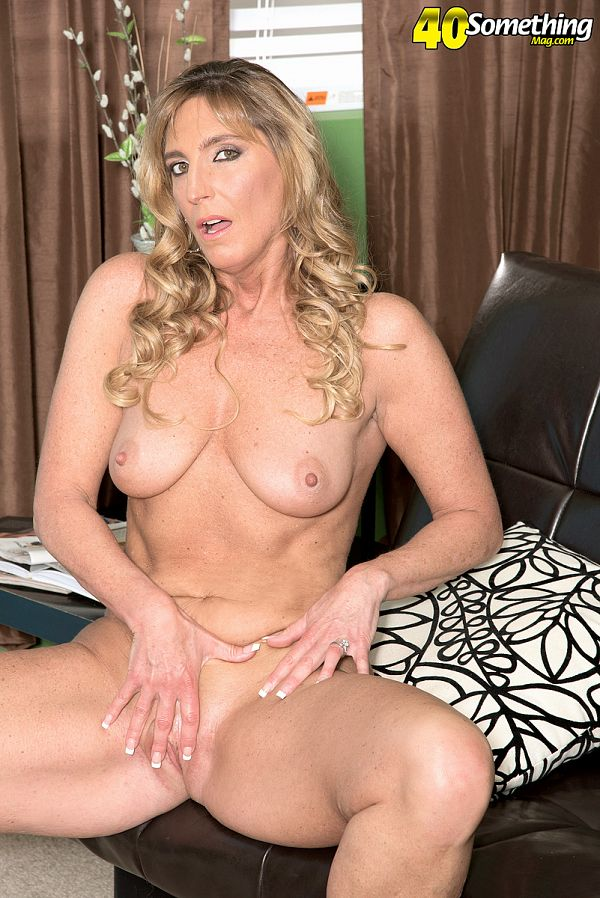 Lynn - Solo MILF photos