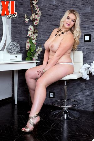 Katrin - Solo BBW photos
