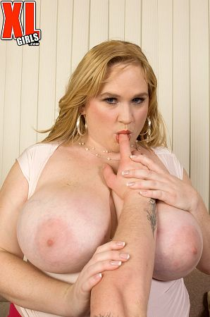 Allysa Andrews - XXX BBW photos