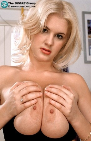 Linzi Cassidy - Solo Big Tits photos