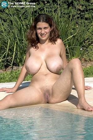 Romina Lopez Hairy Pussy 32