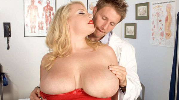 Scarlett Rouge Breast Experiment