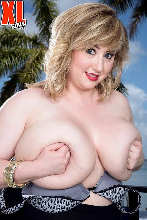 Laddie Lynn - Solo BBW photos