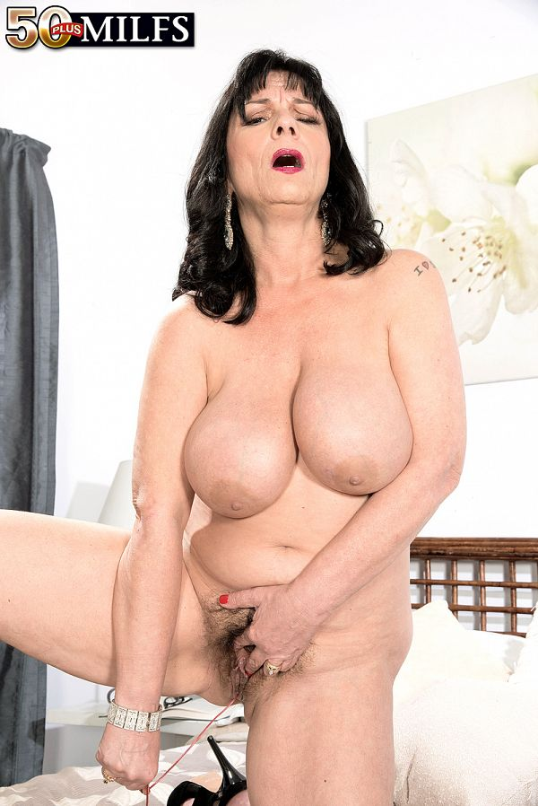 Elektra - Solo MILF photos