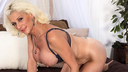 Madison Paige - Solo MILF video