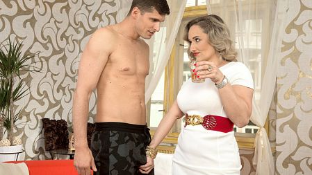 Amelie Azzure - XXX MILF video
