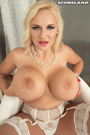Dolly Fox - Solo Big Tits photos