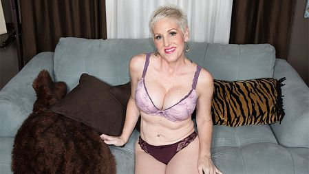 Kimber Phoenix - Solo MILF video