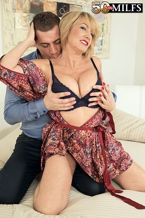 Amy - XXX MILF photos