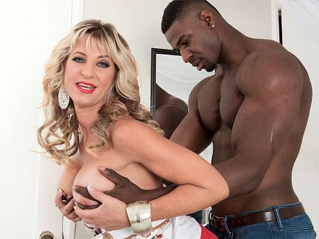 Brandi Fox - XXX MILF video