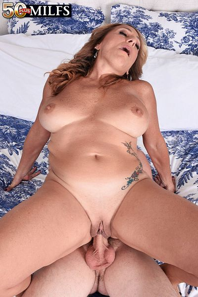 Torri Lee - XXX MILF photos