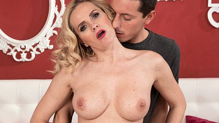 Lily Canary - XXX MILF video