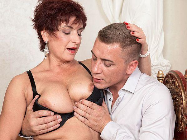 Jessica Hot gets some good boob lovin'