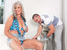 Very youthful knob for Silva Foxx