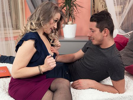 Valerie V. - XXX MILF video