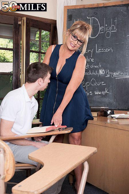 Newcomer Sheree fucks her student