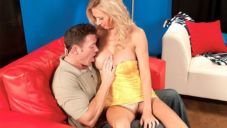 Brooke Tyler - XXX MILF video