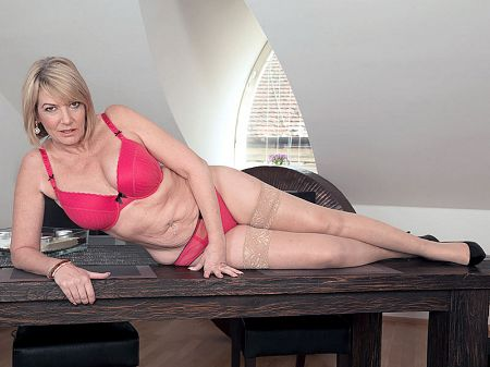 Amy - Solo MILF video