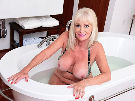 Leah L'Amour - Solo MILF video